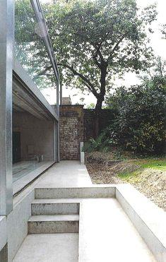 David Adjaye concrete garden stairs and kitchen window Architecture Courtyard, Space Architecture, Architecture Student, Architecture Details, Landscape Elements, Landscape Design, Garden Stairs, Concrete Stairs, Concrete Garden