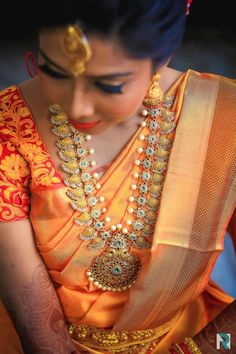 For the bride, the design of the necklace is the most important thing. We have a list of wedding necklace designs that can leave you awestruck! South Indian Bridal Jewellery, Indian Jewellery Design, Indian Wedding Jewelry, Bridal Jewelry, Gold Jewelry, Gold Bangles, Indian Jewelry, Jewellery Designs, Indian Weddings