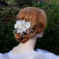 Wedding hair clip Orchid world by wandadesign on Etsy, €18.00