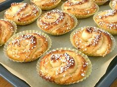 Glutenfria vaniljbullar | Glutenfria godsaker Baking Recipes, Cake Recipes, Fika, No Bake Desserts, Soul Food, Doughnut, Food And Drink, Gluten Free, Sweets