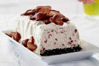 Strawberry Whipped Sensation Recipe - Kraft Recipes Cool whip, oreo crust and strawberries Brownie Desserts, Köstliche Desserts, Frozen Desserts, Frozen Treats, Delicious Desserts, Dessert Recipes, Yummy Food, Kraft Foods, Kraft Recipes