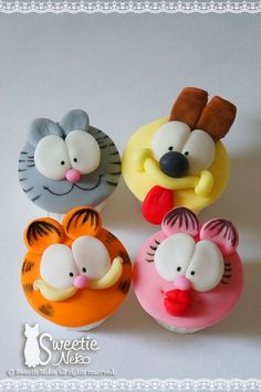 Garfield and friends cupcakes.cutest cupcakes EVER! Animal Cupcakes, Love Cupcakes, Fondant Cupcakes, Fondant Toppers, Cupcake Cookies, Valentine Cupcakes, Cartoon Cupcakes, Themed Cupcakes, Birthday Cupcakes
