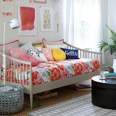 acik gri mobilyali modern divan