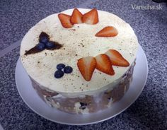 Smotanová torta s mascarpone a ovocím - recept | Varecha.sk Rum, Pudding, Cake, Food, Mascarpone, Custard Pudding, Kuchen, Essen, Puddings