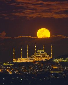 Full moon rising over Istanbul's Camlica Mosque, 28 February 2021 . . . . Follow @thestoreonmars to see more SPACE gifts! . . . . Photo credit: @johannes_moths . . . . #astronomy #astrophotography #stars #stargazing #astronomie #astronomia #supermoon #nightsky #nightphotography #skyphotography #astrophysics #moon #planet #planets #solarsystem #lunar #nasa #spacex #nature #constellation #milkywaychasers #universe #lookup #deepsky #deepspace Full Moon Rising, Moon Rise, Space Photography, Night Photography, Aigle Animal, Dubai, Galaxy Photos, Stargazing, Vacation Trips
