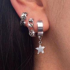 Jewelry Tattoo, Ear Jewelry, Cute Jewelry, Jewelery, Jewelry Accessories, Pretty Ear Piercings, Cute Nose Piercings, Unique Ear Piercings, Different Ear Piercings
