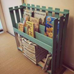 カインズホーム/すのこ DIY/セリア/DIY/絵本棚/棚…などのインテリア実例 - 2015-12-11 07:42:54 | RoomClip(ルームクリップ) Diy Kids Furniture, Furniture Making, Childrens Bookcase, Cardboard Toys, Design Case, Kid Spaces, Diy For Kids, Home Projects, Diy And Crafts