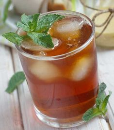 Basil Mint Iced Tea: 1 cup fresh mint leaves, 1 cup fresh basil leaves, 8 cups hot water, cup honey or maple syrup. Healthy Juices, Healthy Drinks, Basil Tea, Fresh Basil, Mint Iced Tea, Caffeine Free Tea, Fresh Mint Leaves, Basil Leaves, Green Tea Recipes