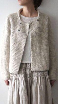 knitting Simple knitted cardigan for beginners Einfache Strickjacke fr Anfnger Source Beginners guide to crochet part Beginner crochet littoral. FREE crochet tutorial with wookbook. Knitting For Beginners, Easy Knitting, Knitting Patterns, Knitting Projects, Knitting Wool, Stitch Patterns, Old Fashioned Cherries, Mode Kimono, Knitted Blankets