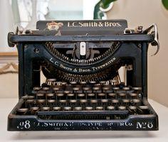Typewriter | apfel ist apple  Antique Vintage Typewriter.