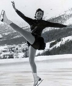 Great Britain's Jeanette Altwegg - Bronze medalist in the 1948 Olympics and Gold medalist in the 1952 Olympics. Youth Olympic Games, Winter Olympic Games, Winter Olympics, Women Figure, Ladies Figure, Figure Skating Olympics, St Moritz, Olympic Medals, Ice Skaters