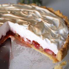 Raparperi-mansikkapiiras ripauksella kardemummaa | Kulinaari Pie, Sweets, Baking, Desserts, Food, Torte, Tailgate Desserts, Cake, Deserts