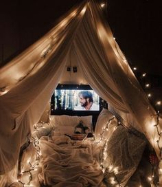 17 Cheesy Relationship Things Every Twentysomething Secretly Wants Date night and a movie under a romantic lit fort blanket Date night ideas for couples Source by circllink summer ideas Fun Sleepover Ideas, Sleepover Fort, Girls Sleepover Party, Outdoor Movie Nights, Indoor Movie Night, Life Hacks, Bedroom Decor, Bedroom Furniture, Bedroom Ideas