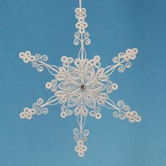Superbe Dendrite stellaire flocon de neige - blanc piquants / filigrane « Lacé dans Air flocon de neige » - vacances de Noël arbre d'ornement