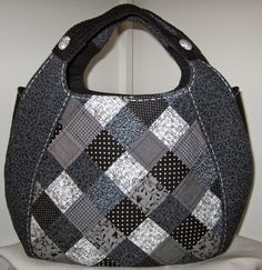 ***more than just the bag shown here, a very talented sewer and great photos, several totes and purses