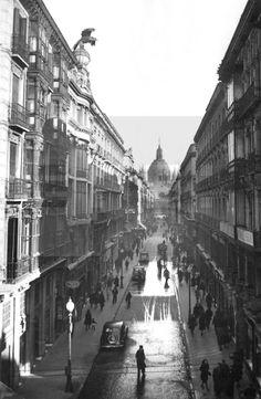 CALLE ALFONSO I: Zaragoza 27-1-1954.- Vista general de la calle Alfonso I, una de las calles más comerciales de Zaragoza. Al fondo la Basílica del Pilar. EFE/Lozano/yvlafototeca.com Image : efespseven079225