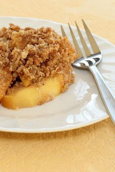 Mom's Apple Crisp #Weight_Watchers #Recipe-- I am going to try this with the abundance of peaches I have