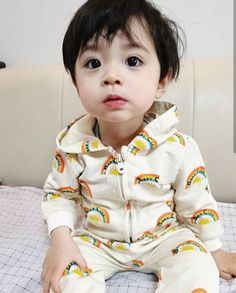 Image may contain: 1 person Cute Baby Boy, Cute Little Baby, Cute Boys, Kids Girls, Baby Kids, Cute Asian Babies, Korean Babies, Asian Kids, Cute Babies