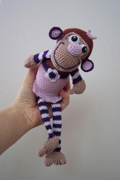 pro Violky háčkovaná opičí holčička,výška cca 26-27 cm,100%bavlna,výplň duté vlákno.