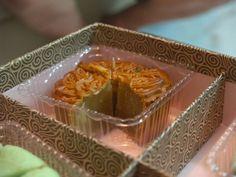 Malaysian Food09_MooncakeCloseup