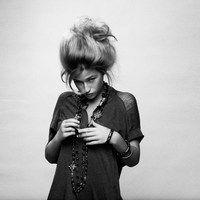 Ao se deparar com o rosto angelical de Sanne Putseys, é difícil acreditar na potente voz de Selah Sue, uma voz rasgante que não deixa nada a desejar a grandes artistas com o mesmo timbre como Amy Winehouse, Adele e Janis Joplin. A cantora belga que começou postando musicas na internet a pedido de amigos, negou um contrato de gravação por não ser a hora certa, mas hoje é considerada uma revelação no mercado musical mundial.