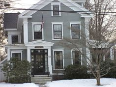 New exterior paint colors for house gray and black benjamin moore Ideas Black Windows Exterior, Grey Exterior, Exterior Siding, Exterior Design, Gray Siding, Exterior Color Schemes, Exterior Paint Colors For House, Paint Colors For Home, Paint Colours
