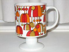 Vintage Pedestal Mug with Orange, Red and Gold flower umbrella motif Orange Mugs, Orange Red, Retro Pattern, Ceramic Design, Vintage Coffee, Gold Flowers, Pedestal, Red Gold, Retro Vintage