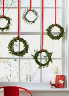 Bayberry window wreaths ToniKami Ðℯck Ʈհe HÅĿĿs Nordic Christmas decorations thecraftsdept.marthastewart.com