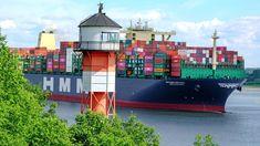 Das derzeit größte Containerschiff der Welt, die HMM-Algericas (Algericas) verlässt hier am Unterfeuer von Hamburg-Rissen den Hamburger Hafen. Rotterdam, Hamburger, Wind Power, World, Photo Illustration, Hamburgers