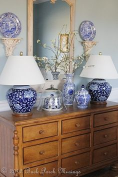 I love the robin's egg blue with the blue and white porcelain. Blue Rooms, White Rooms, Blue Walls, Blue And White China, Blue China, Keramik Vase, Blue Pottery, Delft, White Houses