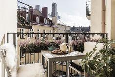 балкон уличная мебель подсветка гирлянда металлическое ограждение