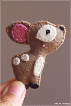 Felt deer brooch keychain magnet