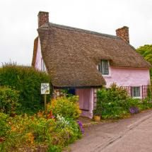 perfect pink cottage if it were set back in a grassy field...