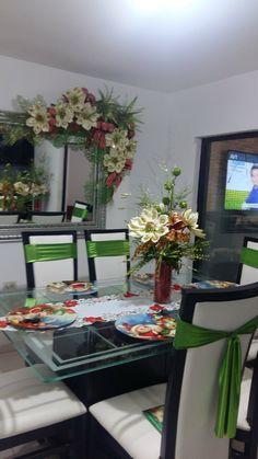 Christmas Decorations, Table Decorations, Flower Crafts, Seasonal Decor, Ideas Para, Flower Arrangements, Table Settings, Merry, Seasons
