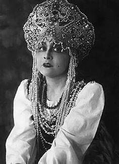 opera singer, mezzo-soprano) as Lyubasha in 'The Tsar's Bride' by N. Russian Style, Russian Fashion, Mezzo Soprano, Opera Singers, Headpieces, Old Photos, Jewelery, Captain Hat, Asia