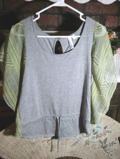 HANG TEN Ladies Gray & Green Small Top EUC Polyester Blend #HangTen #Blouse #Casual