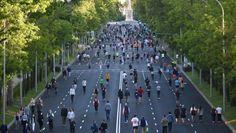 El peatón toma la calle Cities, Desktop Screenshot, Lead Forward, City Streets, City