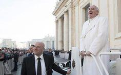 Papa Francisco participa de evento na praça São Pedro, no Vaticano (foto: ANSA)