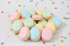 Easter Egg Cookies - by the lovely Miss Biscuit - YUM! Easter Candy, Hoppy Easter, Easter Treats, Easter Eggs, Easter Food, Mini Cookies, Cute Cookies, Sugar Cookies, Easter Cupcakes