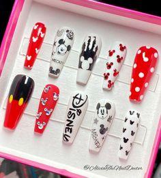 Mickey Nails, Minnie Mouse Nails, Disney Nail Designs, Cute Acrylic Nail Designs, Disney Acrylic Nails, Best Acrylic Nails, Disney Disney, Princess Disney, Disneyland Nails