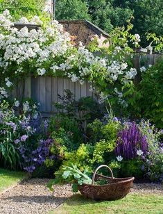 15 beautiful little cottage garden design ideas for backyard inspiration - cool . - 15 Beautiful Little Cottage Garden Design Ideas For Backyard Inspiration – Cool Beautiful Lit - Back Gardens, Small Gardens, Outdoor Gardens, Indoor Outdoor, The Secret Garden, Secret Gardens, Cottage Garden Design, Country Cottage Garden, White Cottage