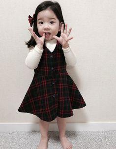 Cute Asian Babies, Korean Babies, Asian Kids, Cute Babies, Cute Little Girls, Cute Baby Girl, Cute Kids, Baby Girl Fashion, Kids Fashion