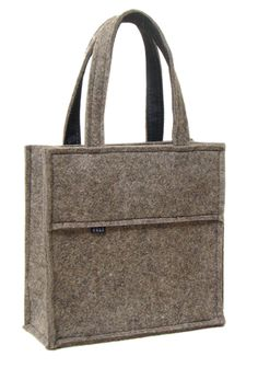 felt tote. love it. It needs a simple and beautiful accent