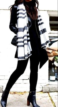 30 Winter Outfits Ideas for Women Casual And Sexy Look 2019 - Business casual ou. - 30 Winter Outfits Ideas for Women Casual And Sexy Look 2019 - Business casual outfits for women winter - - Winter Outfits 2019, Winter Outfits Women, Winter Outfits For Work, Business Casual Outfits For Women, Business Outfits, Outfit Invierno, Look Chic, Chic Chic, Classy Women