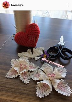 Elişi Knitted Poncho, Knitted Shawls, Palestinian Embroidery, Crochet Baby Clothes, Needle Lace, Lace Making, Knitting Socks, Crochet Flowers, Crochet Projects
