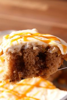 Caramel Apple Poke Cake: Store-bought cream cheese frosting is the perfect shortcut for this fall cake. Click through for more decadent Thanksgiving cake recipes to try this year! Caramel Apple Poke Cake Recipe, Poke Cake Recipes, Poke Cakes, Cupcake Cakes, Dessert Recipes, Cupcakes, Dessert Ideas, Bread Recipes, Layer Cakes