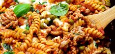 Zapiekanka mięsno-makaronowa z patelni FIT - Just Be Fit Be Strong! Pasta Salad, Food And Drink, Ethnic Recipes, Fitness, Ps, Strong, Diet, Crab Pasta Salad, Photo Manipulation