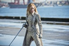 Caity Lotz Shows Her Privilege and The Internet has Thoughts Arrow Black Canary, White Canary, Canario Branco Dc, Action Sci Fi Movies, Dinah Drake, Black Siren, Dominic Purcell, Univers Dc, Cw Series