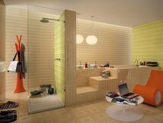 Badezimmer als Wohlfühloase-Querstreifen in Limettengrün, orange Möbel