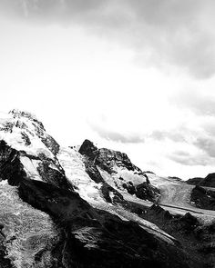 Shades of grey! Nature is pure inspiration. Time Out, Slow Fashion, Shades Of Grey, Switzerland, Minimalism, Earth, Pure Products, Mountains, Rock